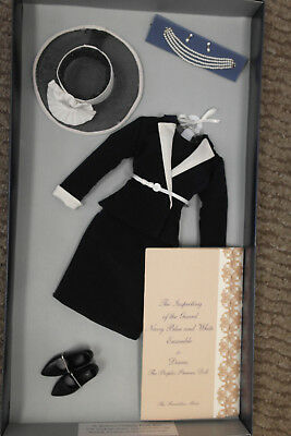 """Franklin Mint Princess Diana Vinyl Doll 16"""" Navy And White Suit Inspecting Guard"""