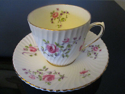 Vintage Victoria Fine Bone China Roses Floral Spray Gold Gilt Tea Cup & Saucer!