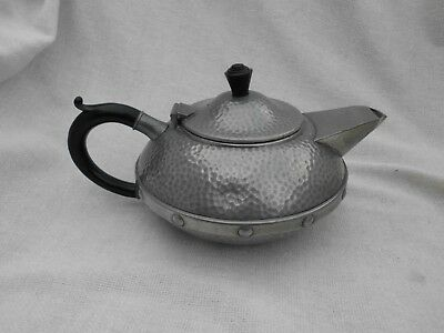 CRAFTSMAN SHEFFIELD PEWTER ARTS CRAFTS STYLE HAMMERED STYLISH TEAPOT 1930s