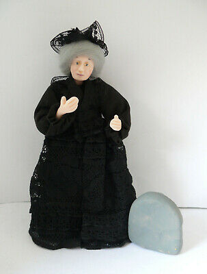 Dolls House Miniature Mourning Lady 1-12TH Scale