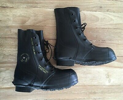 b9ae78c22b4 BATA BLACK RUBBER Mickey Mouse Boots Men's US 10R Extreme Cold ...