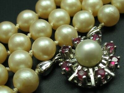 Very Nice Saltwater Pearl Necklace with 585 White Gold Ruby Clasp