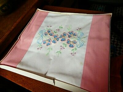 Vintage boxed pair of pillowcases, Gorgeous Clover and bow embroidery. Pink edge