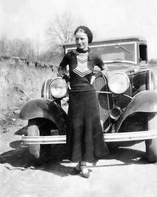 Bonnie Parker Bonnie and Clyde American Gangsters Sexy Pose Photo Art 8x10