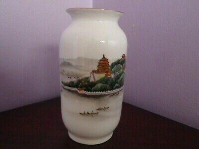 Fabulous Vintage Chinese Porcelain Great Wall Design Vase 11.5 Cms Tall Antiques Asian Antiques