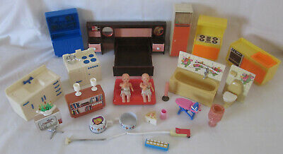 L@@K Vintage 1970's Hard Plastic 30 pce. DOLL HOUSE Accessories HONG KONG