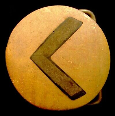 OA30138 VINTAGE 1970s **ROUND w/ WOODEN ARROW INLAY** ART/ FASHION BRASS BUCKLE