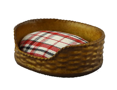 Dolls House Dog Cat Bed Basket Red Check Cushion Miniature Pet Accessory