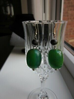 Beautiful Green Dangle drop Vintage Hook  Earrings Victorian style 3 cm