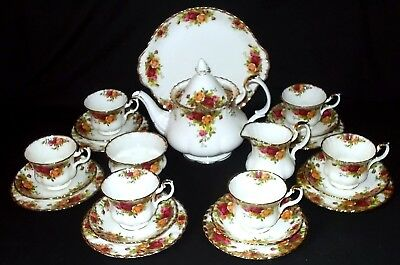 Royal Albert OLD COUNTRY ROSES 22 Piece Tea Set - Includes Teapot