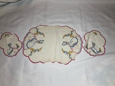 Vintage Hand Embroidered Doilie Centre Piece Duchess Set Lady Southern Belle
