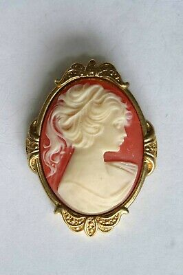 """Elegant 1928 Victorian Style Cameo gold-tone Brooch 1980s vintage 2"""""""
