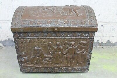 Antique Embossed Brass / Wooden Kindling Chest 38x29x40 cm (Hospiscare)