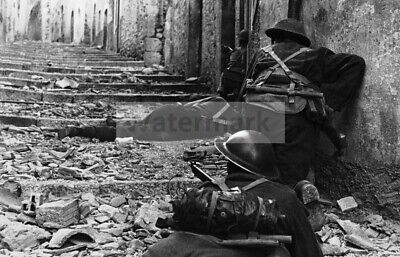 WWII photo German headquarters-feuillefel  leads a wounded Canadian captive 7c