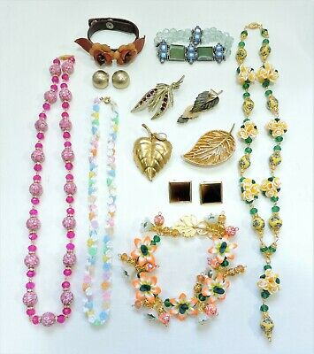 Lot of Vintage to Mod Jewelry - Necklaces Bracelets Earrings Brooches JN19LOTD