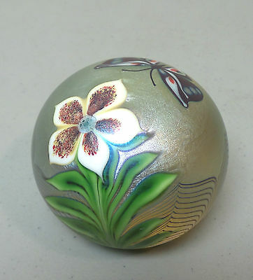 VINTAGE 1978 ORIENT & FLUME GOLD IRIDESCENT ART GLASS PAPERWEIGHT w/ BUTTERFLY
