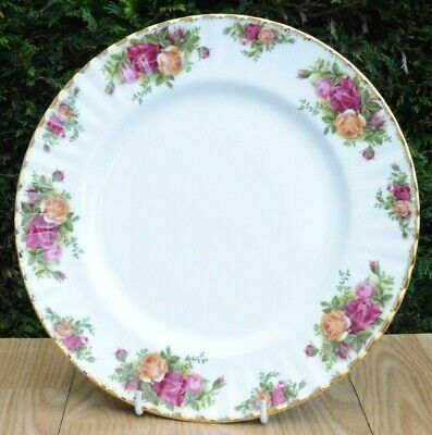 One Royal Albert Old Country Roses Bone China Dinner Plate 26cm P&P Combined
