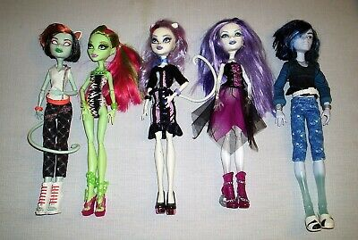 Group Lot of Monster High Dolls With Clothes & Shoes