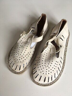 Vintage 1940s Childs Childrens White Buck Sandles Shoes