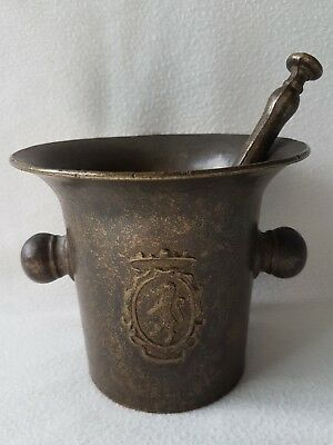 alter Mörser mit Pistill Bronze ca. 1,5 kg Wappen Bronce mortar with pestle