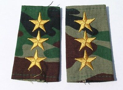 Syrian Army Captain shoulder slides on camouflage cloth