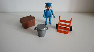 station-woman stationmaster 4303 or train driver w307 Playmobil