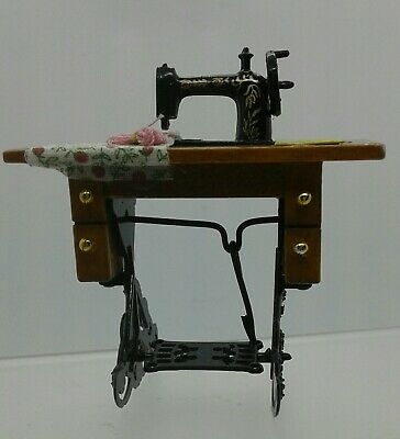 1:12th Miniature Doll House Accessories 1 Mini Sewing Machine