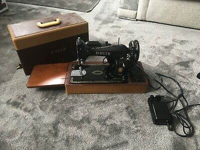 Antique Manual Sewing Machine Singer 99K Working
