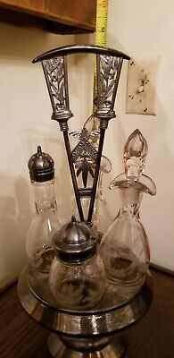 Antique Meriden Silverplate Quadruple Plate Cruet Set Stand W/ 4 Ethched Bottles