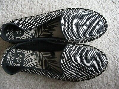 Ladies Shoes DV by Dolce Vita Pink Camouflage Slip on Sneakers Shoes 7 1//2 New