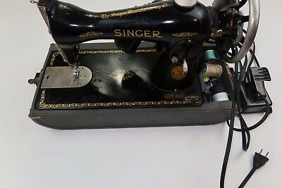 Vintage Singer Sewing Machine 1938? Untested