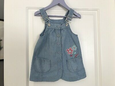 CHEROKEE GIRLS DENIM PINAFORE DRESS AGE 12-18 Months. FLOWER DESIGN.