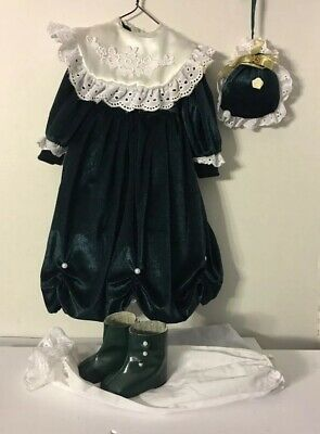 """Victorian Doll Dress w/ boots Green velour White eyelet lace bag pantaloons 21"""""""