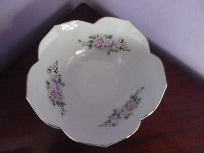 Large Japanese Porcelain Exotic Bird & Peony Flowers Des Lotus Leaf Edges Bowl
