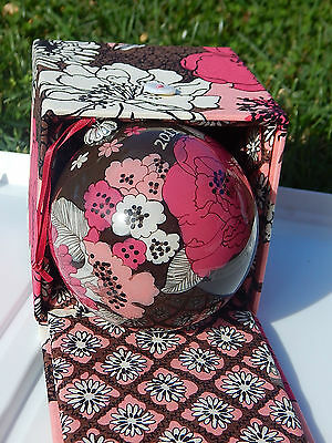 VERA BRADLEY CHRISTMAS ORNAMENT in Mocha Rouge NEW IN LINED BOX, Smoke Free Home