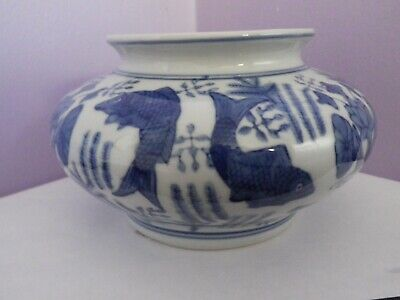 Fab Vintage Chinese Porcelain Blue/White Fish & Seaweed Des Planter 10 Cms Tall