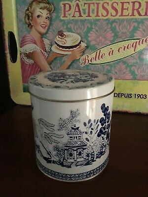 Vintage Willow Blue Pattern Tin / Collectable /Great Display / Buy Now