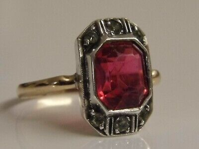 A LOVELY ANTIQUE ART DECO 9ct GOLD & SILVER RED STONE SET RING Size J