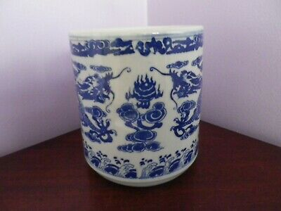 Fab Chinese Porcelain Blue/White Dragons Chasing Pearl Design Pot 14 Cms Tall