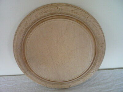 ~~ Carved Wooden Bread Board Crumb Well Vintage English Kitchenalia ~~