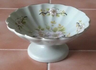 Attractive Bowl with Apple Blossom Design Made by Badler, England Diameter 14cm
