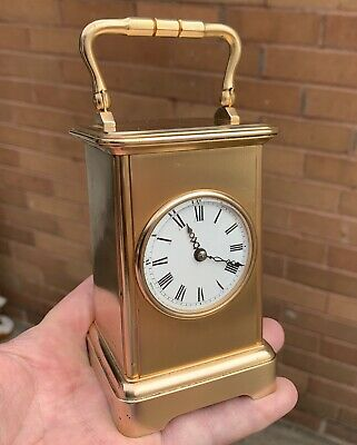 A FINE QUALITY ANTIQUE BRASS CASED FRENCH STRIKING CARRIAGE CLOCK, CIRCA 1900s..