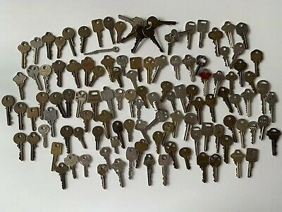 Vintage Key Lot Brass Bronze House Car Repurpose VW Chevy GM Craft Jewelry