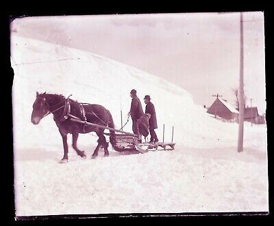 (1) LATE 1800s EARLY 1900s GLASS NEGATIVE, HORSE, SLED, MEN, UNKNOWN LOCATION