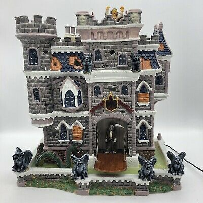 2002 Lemax Spooky Town Halloween Decoration CASTLE ON SPOOKY HILL #25661 Box