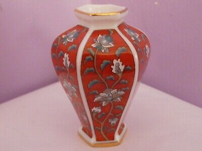 Fabulous Vintage 1987 Japanese Porcelain Mini Vase 8 Cms Tall