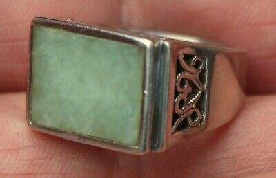 Vintage Beautiful Solid Sterling Silver Light Green Jade Stone Ring