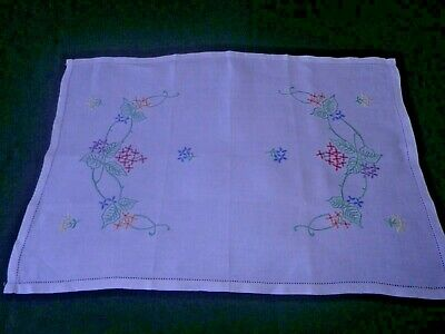 """BEAUTIFUL VINTAGE HAND EMBROIDERED LINEN TRAY CLOTH - 22"""" x 15"""""""