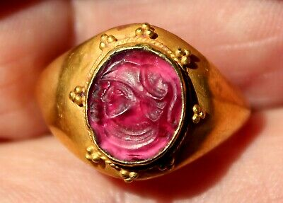 Very Old 22K Solid Yellow Gold Ring With Glass Intaglio Depicting A Roman Leader