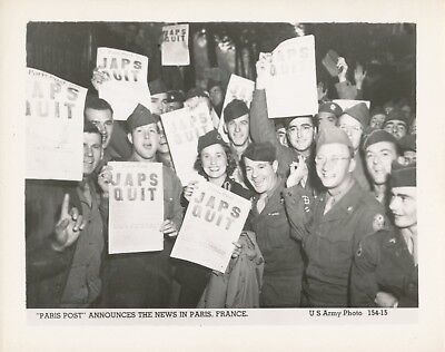 WWII 1945 US Army, Japanese Surrender Photo GI's celebration in Paris